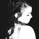 Lívia em preto e branco